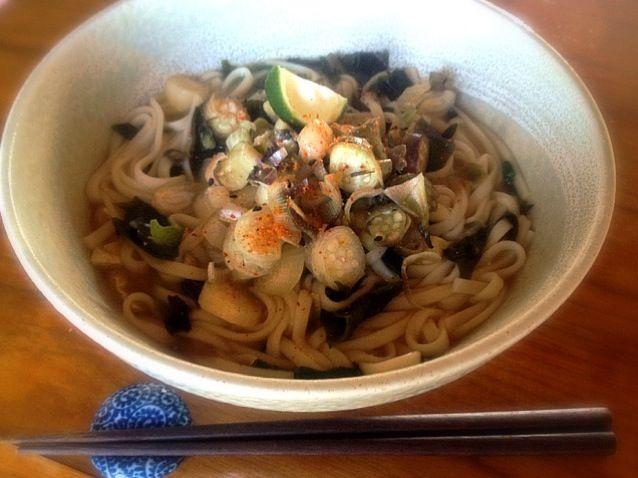石狩鍋のスープが残って捨て難く翌日再利用。 - 1件のもぐもぐ - 味噌煮込みうどん 茗荷とらっきょうたっぷり乗せ by toki69