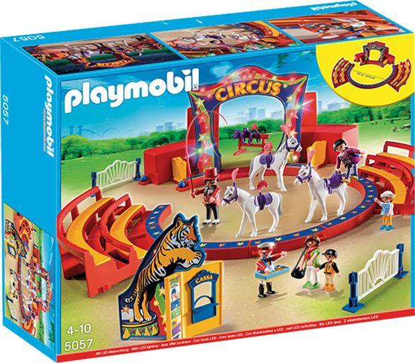 PLAYMOBIL 5057 sirkus PLAYMOBIL lekesett (5057)Sirkuset er i byen, så gjør deg klar til en forrykende forestilling. Hestene har blitt trent til å utføre utrolige triks samme n med den fryktløse akrobaten, og mammaen og barna hennes kan kjøpe godsaker hos godteriselgeren før de inntar plassene sine på tribunen.Inkl. 6 figurer og 3 hester. 670 KR