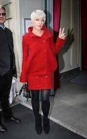 Цвет шляпы к красному пальто