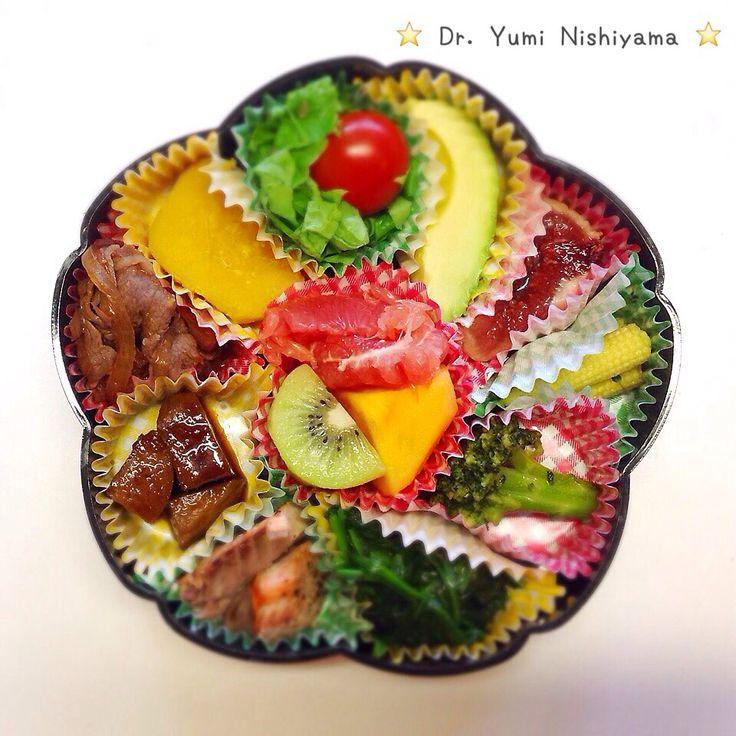 """Dr. Yumi Nishiyama's   """"The Original Diet Bento"""" for beauty & health from japanese doctor‼️   愛する娘達のために2015.10.15に作った栄養バランスのとれた手作りの美味しいお弁当です。           成長期の身体に必要な栄養バランスを考えています。栄養バランスを整えるとお子様の成長や脳発育、また気持ちが落ち着き、集中力の向上にもつながります。          ⭐️美女のスイッチ⭐️ ⭐️時計周りに食べなさい⭐️のにしやま由美式ダイエットプレートの本もAmazonで購入できます。  http://www.momohime-medical.com  #ダイエットプレート #dietplate  #bento #お弁当 #にしやま由美がセミナーも開催 #食べて痩せるプレート #名古屋の女医が考案した #子供の脳育を考えた食事  #血糖値が急上昇しない健康的食事 #時計まわりに食べて美と健康を獲得する #栄養医学療法はにしやま由美皮フ科クリニックで行っています"""