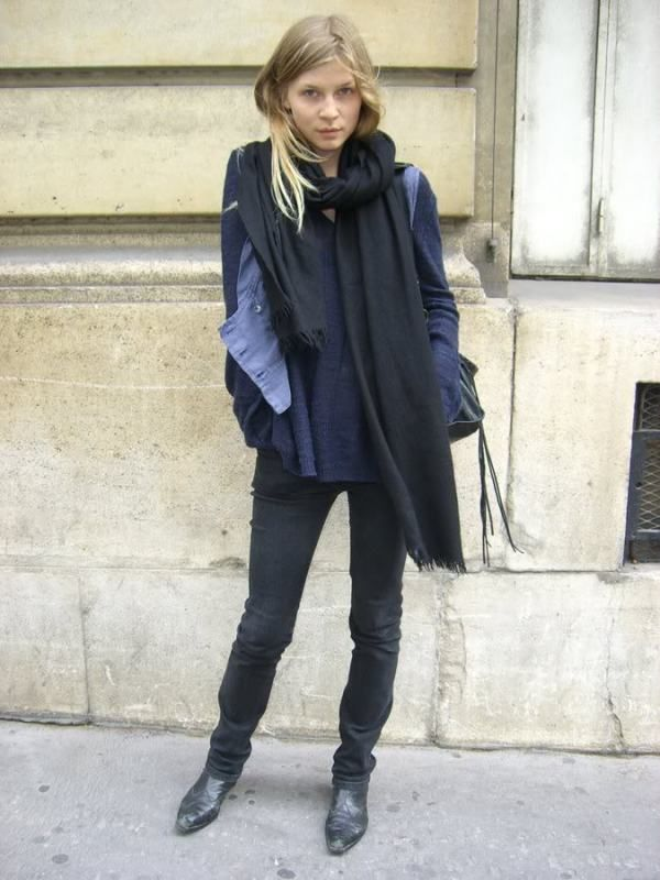 Clemence Poesy style, french, je m'en fou style, simple and warm, scarf, great layering, beautiful black classic shoes