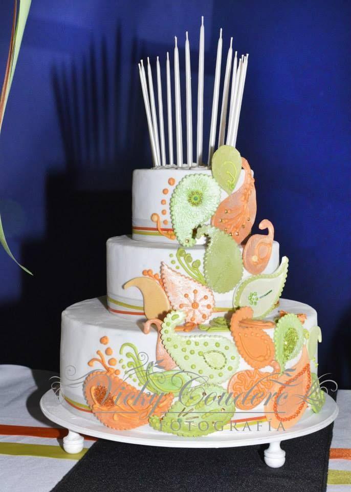 Torta 15 añosTortas cakes by Dulcinea de la fuente www.facebook.com/dulcinea.delafuente  #fiesta #festejo #cumpleaños #mesadulce#fuentedechocolate #agasajo# #candybar  #tamatización #souvenir  #regalos personalizados #catering finger food  #15años