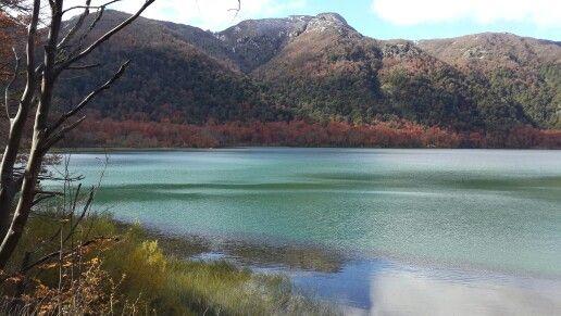 Lagos de muchos colores en la región de Pucon en Chile