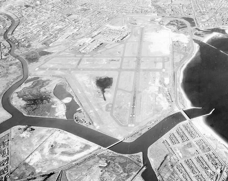 Construction of Kingsford Smith Airport in Sydney in progress in 1958