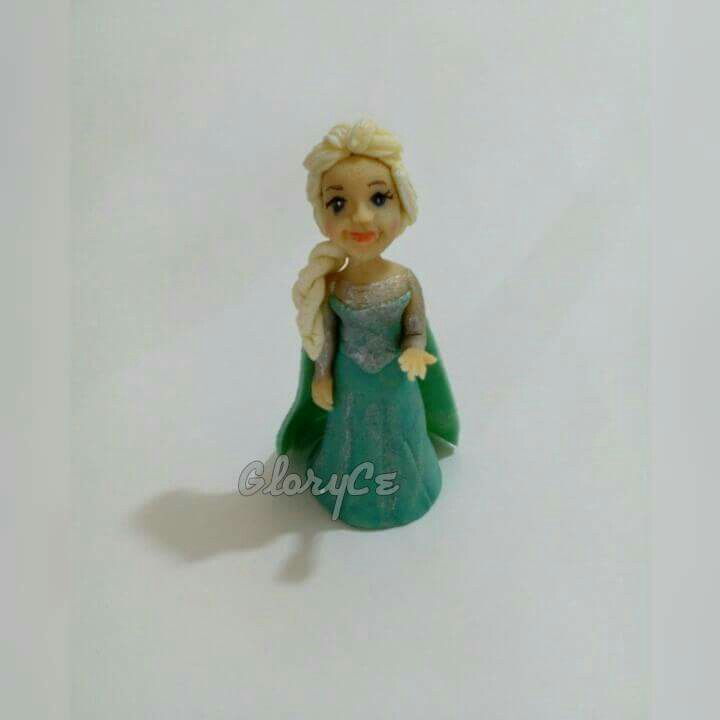 Elsa realizada en mazapan
