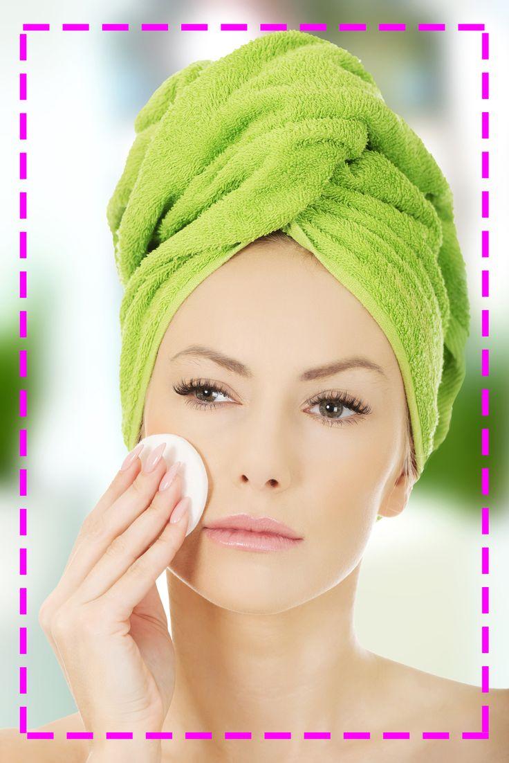 Wbrew pozorom najważniejszą czynnością pielęgnacyjną nie jest nakładanie kosmetyków, lecz  ich zmywanie – skórka powinna pozostać czysta! Spróbuj przemyć ją tonikiem różanym po zdjęciu make-upu ;)