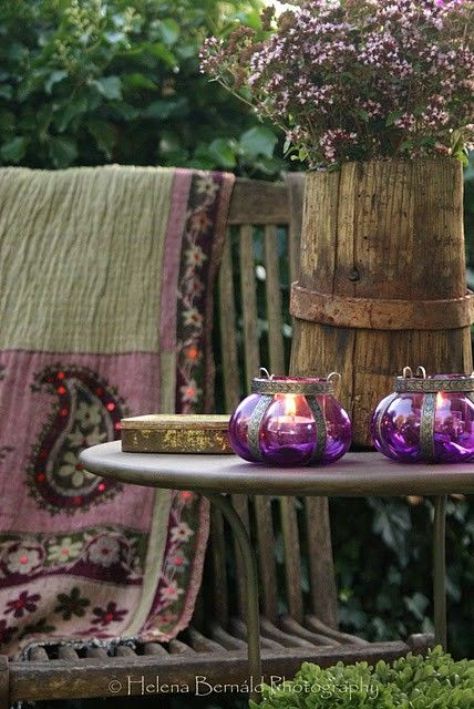 Living Alfresco. Love these colors together: sage and purple.  Must use in my house somewhere....