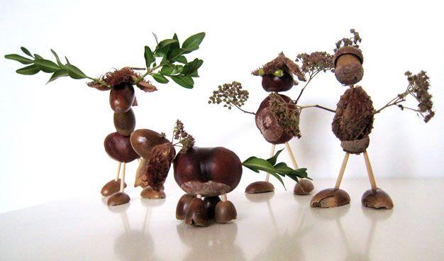 Grappige figuurtjes van kastanjes en andere bosmaterialen