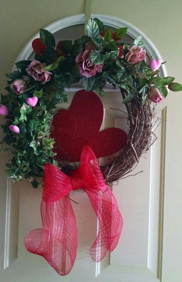 Valentine Grapevine Wreath my sister Linda Robinson made.