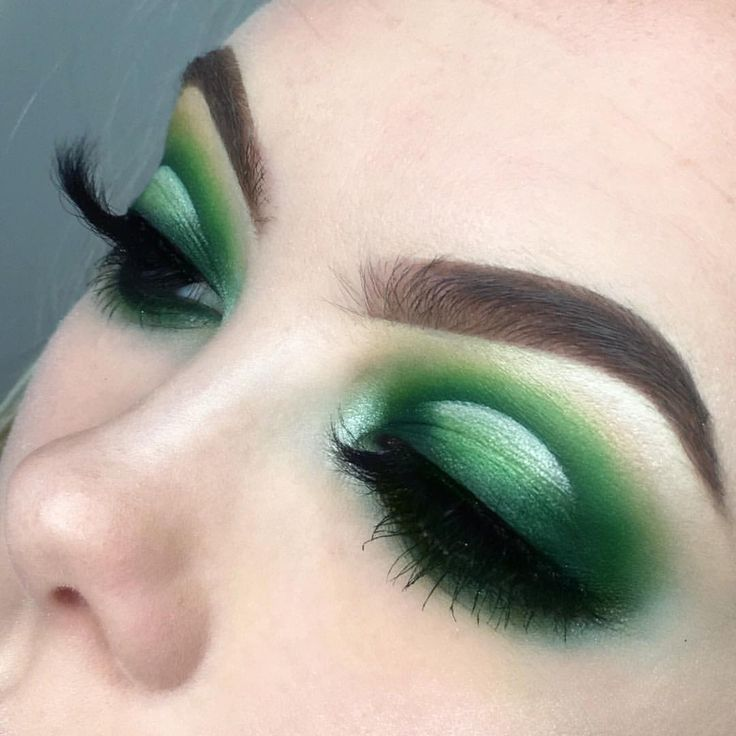 """2,257 Likes, 71 Comments - L U C Y  (@lsgmakeup) on Instagram: """"Forgot how hard green shadows are to work with  A look mostly inspired by the amazing…"""""""