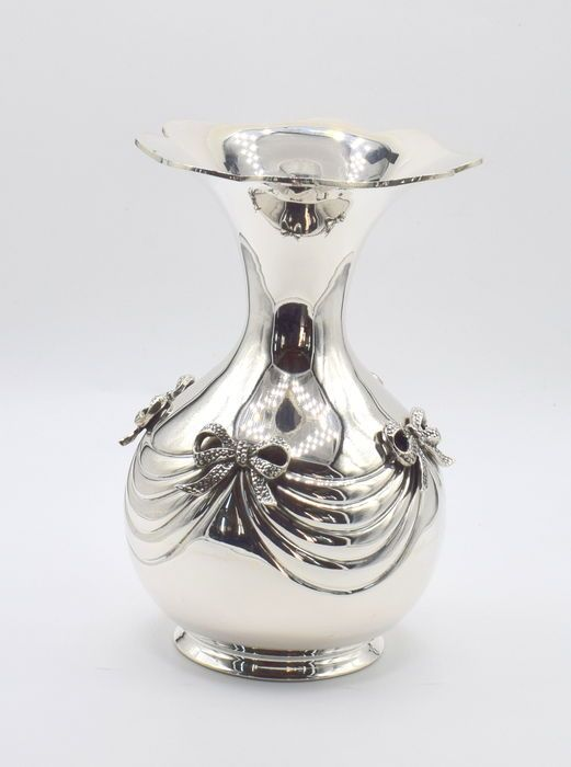 Catawiki online auction house: Perfectly designed Italian silver vase, international hallmarked 900