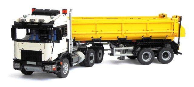 Camion LEGO Technic 6x6 avec remorque benne