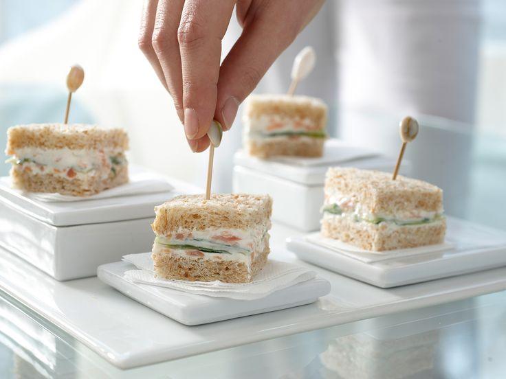 Gurken-Sandwiches - mit Räucherlachscreme - smarter - Kalorien: 155 Kcal - Zeit: 40 Min. | eatsmarter.de