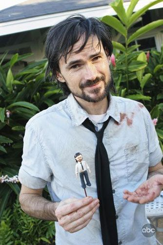 "Jeremy Davies with his Daniel gumpaste figure from the cake. I've looked around online, trying to find out the actual DATE when Ace of Cakes presented this 100th episode cake. One clue is Charlotte's blood on Daniel's shirt, which he wore in 5.08 ""LaFleur"". http://www.imdb.com/media/rm2376239872/tt1341555?ref_=ttmd_md_nxt So it appears that this little party happened early in 2009, whenever they were filming ""LaFleur"" (which was episode 94)."