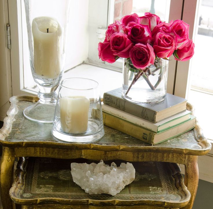 <3 candles, geodes, old books and roses