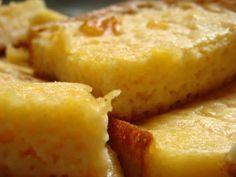 Bombocado de liquidificador - 4 ovos inteiros 3 xícaras (chá) de açúcar 3 xícaras (chá) de leite 1 vidro de leite de coco 3 colheres (sopa) de queijo parmesão ralado 200 g de coco ralado 4 colheres (sopa) de margarina 2 colheres (sopa) de farinha de trigo peneirada 1 xícara (chá) de fubá 1 colher (sopa) de fermento em pó.Bata por cerca de cinco minutos até a mistura homogênea. Unte uma forma funda com manteiga e trigo e coloque a massa para assar em forno bem quente até fique firme e…