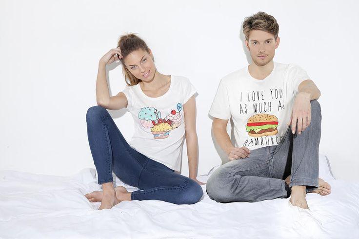 A fenti jelmondattal dobta piacra a Springfield valentin napi pólókollekcióját. A szerelem ünnepére készült női pólók cupcake mintásak, a férfi pólók pedig hamburgeresek. Hamm!      ...