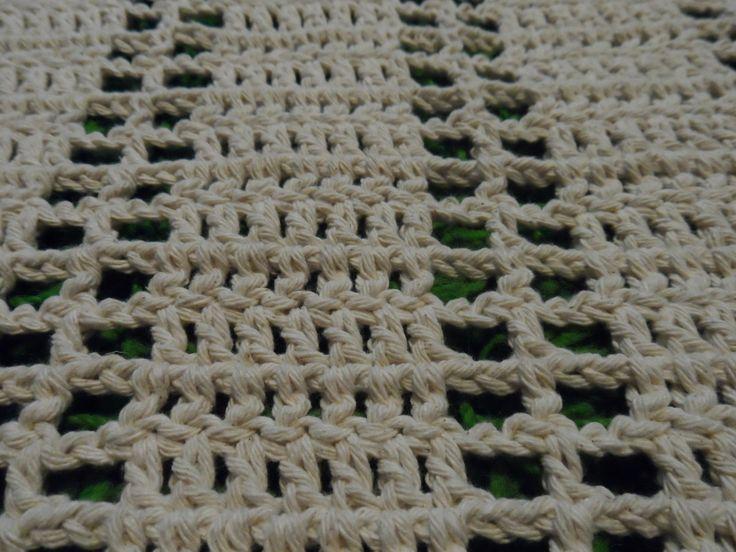 Passadeira de crochê,produzida com barbante de qualidade,ideal para cozinha,sala,corredor...Com opção de outras cores para encomenda.