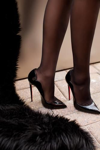 Christian Louboutin Black Patent Hot Chick 37 Classic Heels |