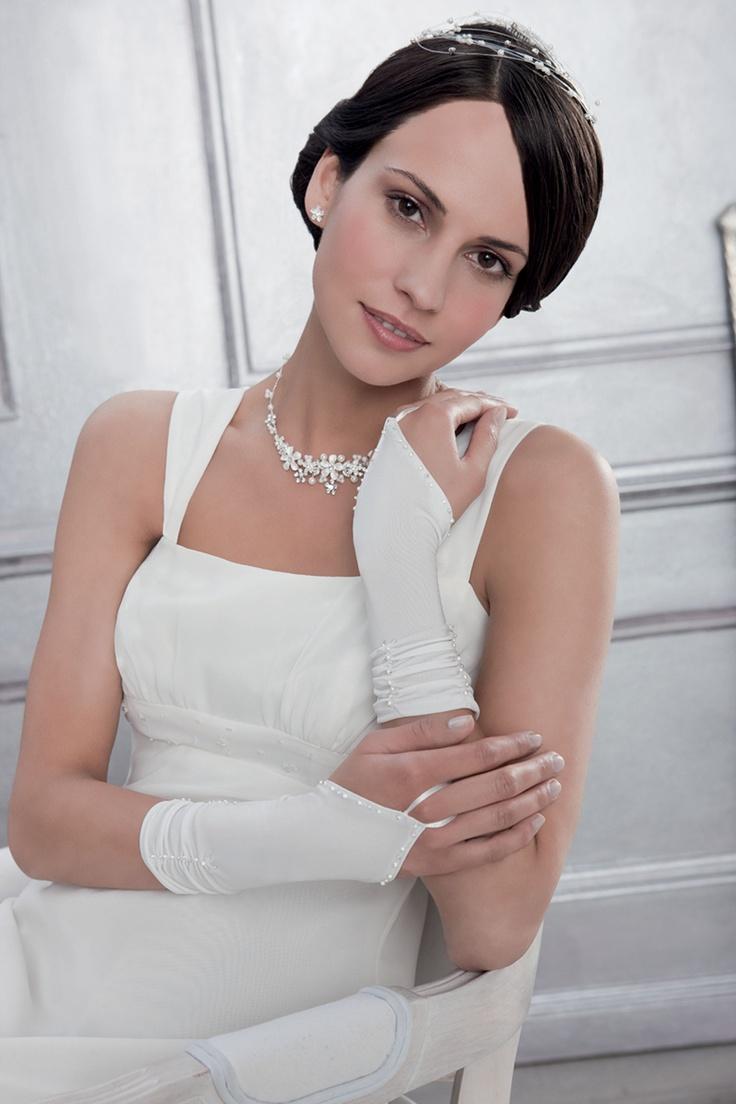 Brauthandschuhe - weiß      Hochzeitshandschuhe von Emmerling für die Braut     Perfekter Sitz dank Stretchanteil     Mit dezenter Perlenverzierung     Farbe: Weiß