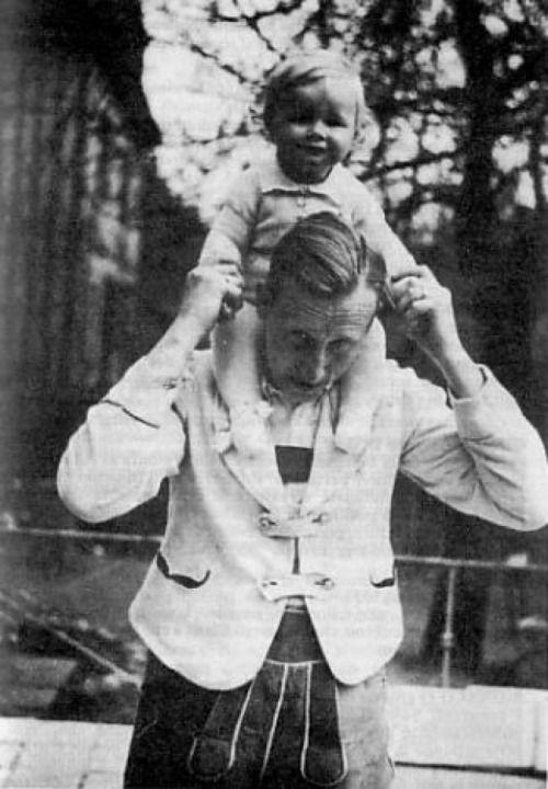 Heydrich and Klaus, his son. (via koronvan)