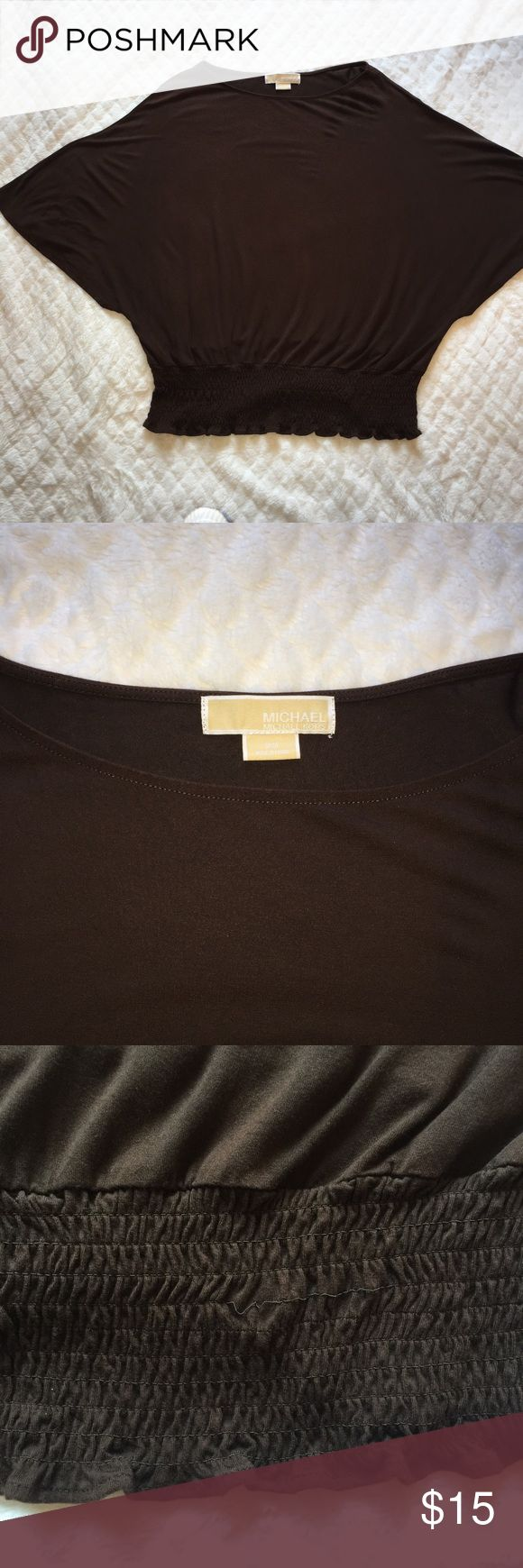 Michael Kors Brown Batwing Top MICHAEL Michael Kors Brown Batwing Top with banded bottom. Does have some loose elastic. Still lots of style left in it. Made from 95% Rayon and 5% Spandex. Make an offer 😄🎀 Michael Kors Tops