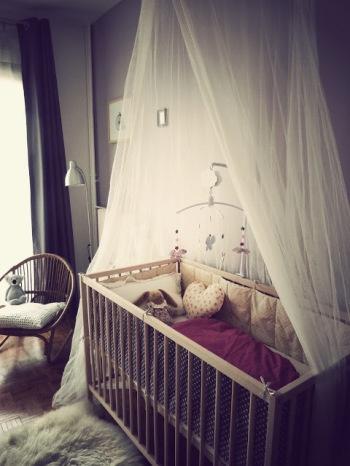 Une chambre de bébé calme et reposante