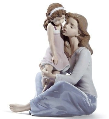 01008623  MOMMY'S LITTLE GIRL   Issue Year: 2012  Sculptor: Juan Ignacio Aliena  Size: 27x22 cm