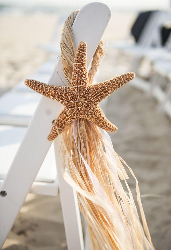 detalle para los bancos en ceremonias en la playa http://ideasparatuboda.wix.com/planeatuboda
