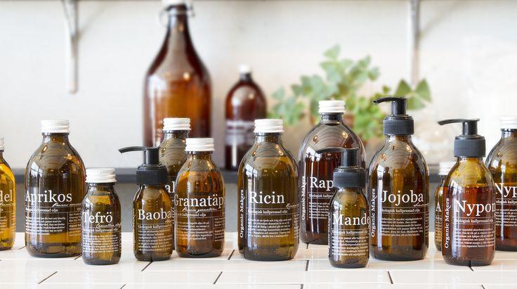 Ekologiska oljor för hudvård -   stora fettsyreguiden! Ekologiska kallpressade oljor är den bästa basen i hudvård. Med en blandning av oljor som har rätt sammansättning av fettsyror gör du själv naturlig hudvård
