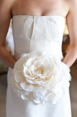 now that's a fabric flower! LOVE! I think i could change my whole theme for this!