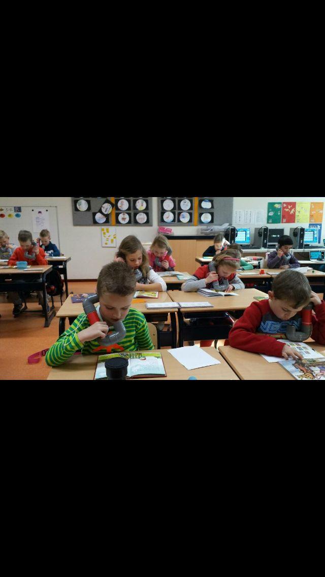 Hardop lezen oefenen met de fluisterphone! Gemaakt van PVC-buizen, zorgt ervoor dat de kinderen hun eigen stem kunnen horen, maar de anderen niet storen.