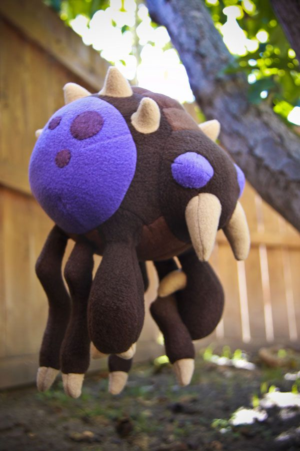 A Plush Zerg Overlord! Behold the terrifying Cuteness! The design is loosley based off of some chibi Starcraft Wallpapers I found online here