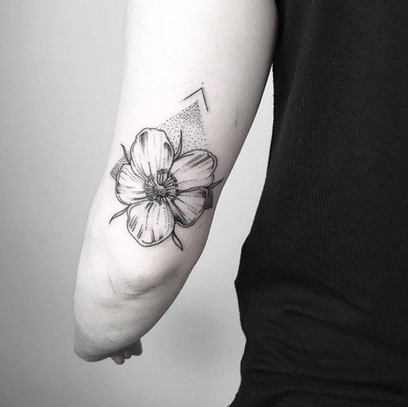 Blackwork flower by María Fernández
