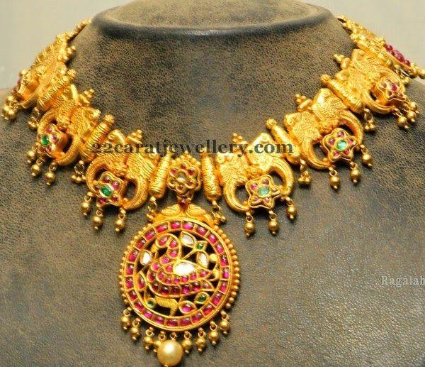 Jewellery Designs: Dancing Peacocks Gold Set by Hiya