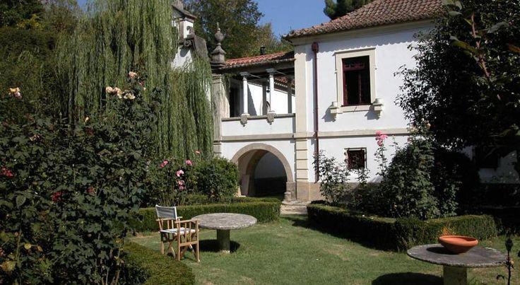 Bom ponto de partida para visitar a região do Douro Vinhateiro e com a belíssima Casa de Mateus a dois passos, a Casa Agrícola da Levada tem argumentos suficientes até para quem, afinal, nem queira sair de casa
