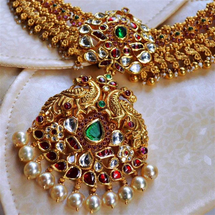 Travelling to the Neelkanth Jewellers in Hyderabad, That Delhi Girl finds a fascination for southern Indian jewellery.  #LoveGold #FutureHeirlooms