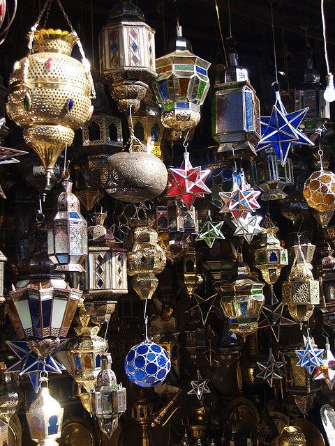 Hanging lamps in the souq of Marrakech, Morocco (by seier).