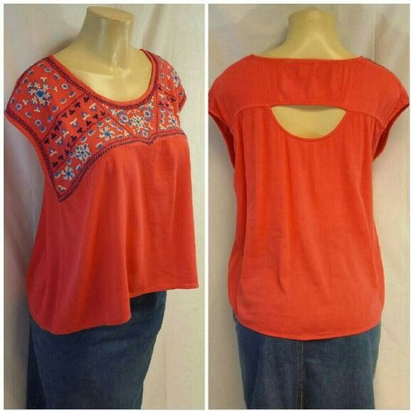 """SALE *TONIGHT ONLY * AMERICAN EAGLE OUTFITTERS AMERICAN EAGLE OUTFITTERS  Open Back, size Medium, blue and white embroidered on orange semi-crinkled material, boxy fit, scoop neck, not a crop top but rather on the shorter lenght side, 52% cotton,  48% viscose,  decoration 100% polyester,  23"""" length shoulder to hem, 20"""" bust laying flat American Eagle Outfitters Tops"""