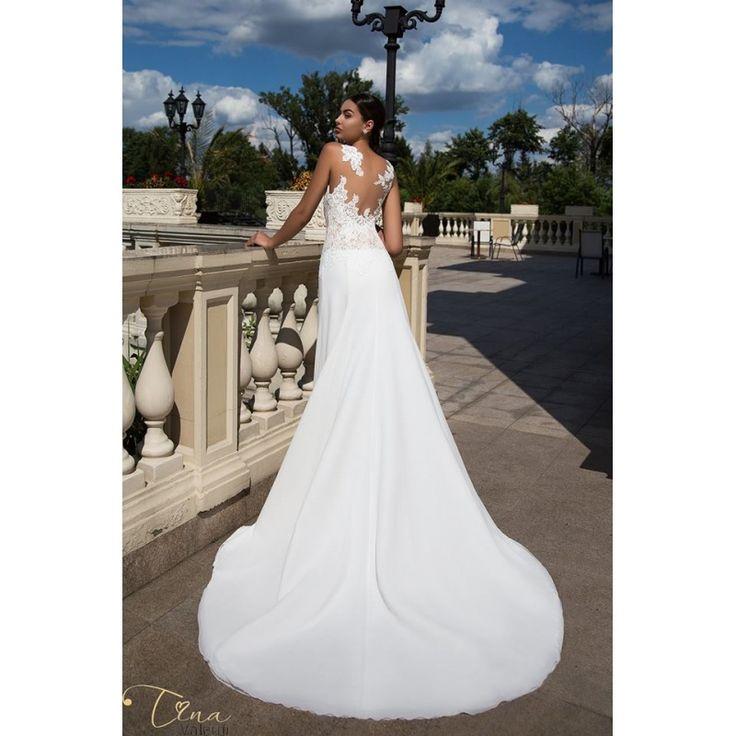 Prekrásne luxusné svadobné šaty s krajkovaným vrškom a jednoduchou sukňou