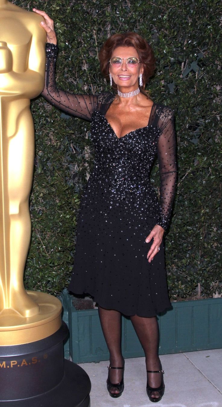 Actress Sophia Loren, at 82, proves glamourous style is forever #maturista  www.workinglook.com