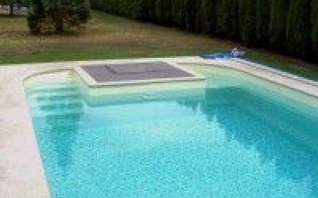 Liner piscina: cosa devi sapere quando lo acquisti? Il liner per piscine ricopre fondo e pareti. Cosa bisogna sapere quando lo si acquista? Come fare a mantenerlo pulito e integro il più a lungo possibile? Te lo spieghiamo in questo articolo!