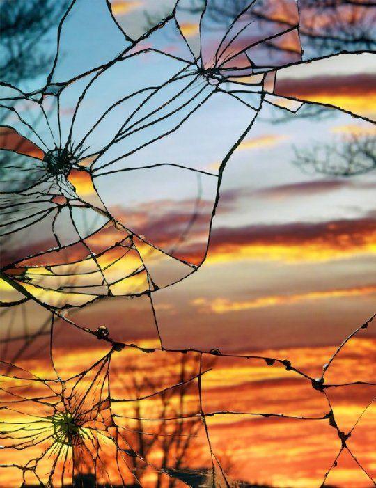 Reflejo de atardecer en cristal roro. Fotografía de Bing Wright