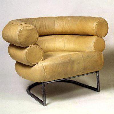 Le fauteuil Bibendum est unique en son genre. Nulle part dans l'histoire du design, on ne trouvera pareil fauteuil pareil. Il est captivant et harmonieux malgré sa taille. Bibendum est un clin d'œil au personnage crée par Michelin.