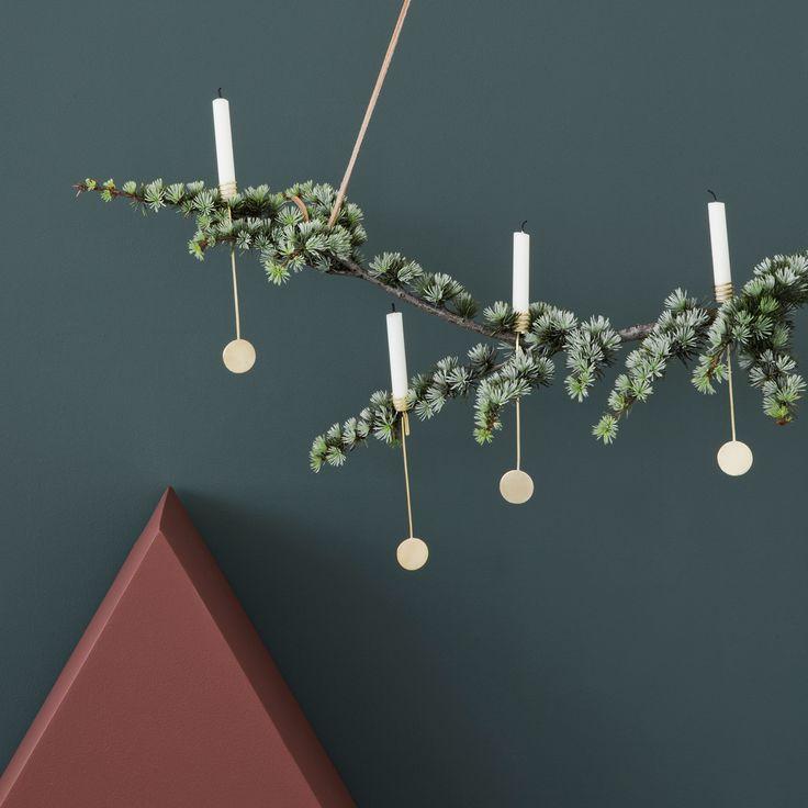 Flotte lyseholder til juletræet fra Ferm Living i matpoleret messing. Passer til Ferm Livings julekollektion som topstjerne, juletræstæppe, juletræsfod og juletræspynt.