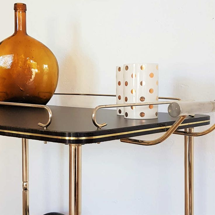 les 25 meilleures id es de la cat gorie desserte a roulette sur pinterest roulette personnes. Black Bedroom Furniture Sets. Home Design Ideas