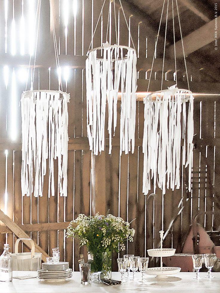 Mobilerna gör du av silkespapper FRAMSTÄLLA som klipps i remsor (spara några cm i överkant) och fästs en ring av t ex. ståltråd. Frida Eklund Edman, Fridasfina, för Livet Hemma