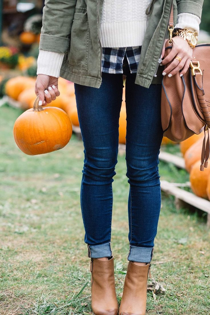 cute fall outfit ideas, pumpkin patch outfit idea, rolled up jeans and ankle booties, jeans and booties outfit at pumpkin patch