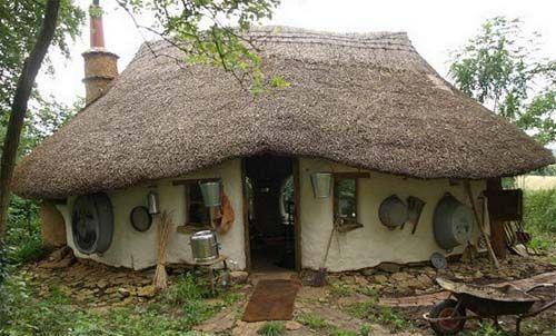 AC24.cz - Farmář si postavil hobití dům za 5 tisíc korun