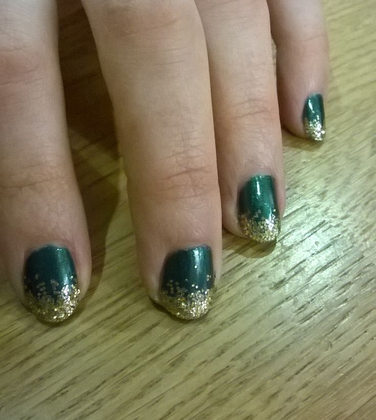 Christmas nails #Christmas #nails #sparkle #green #gold